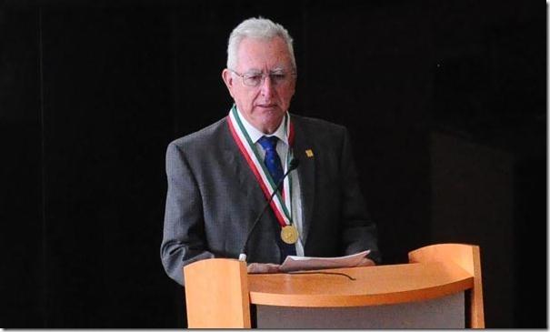 2012-08-20-victor-orozco-medalla-congreso (0)