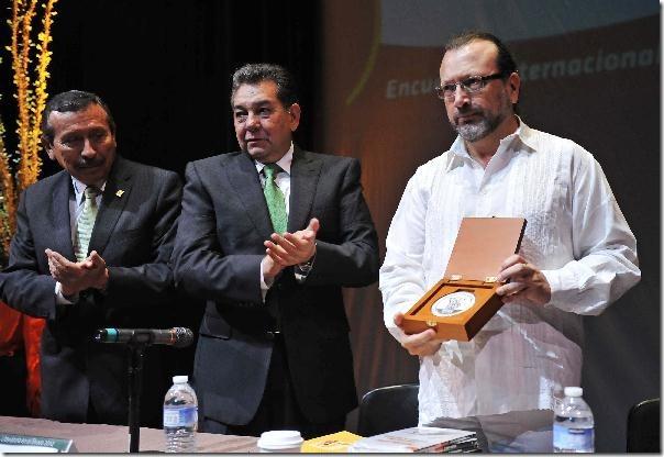 2012-09-08-medalla-merito-literario (2)