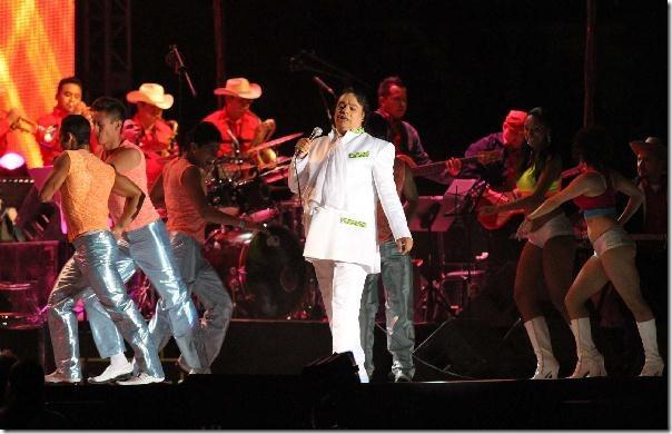 2012-11-20-juan-gabriel-estadio-juarez-vive (5)