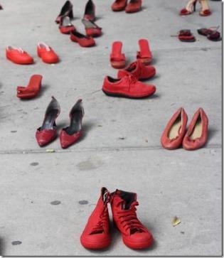 2012-12-10-zapatos-rojos-fiscalia (2)
