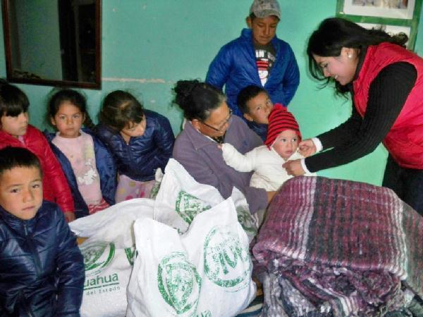 2012-12-29-apoyos-en-colonias (1)