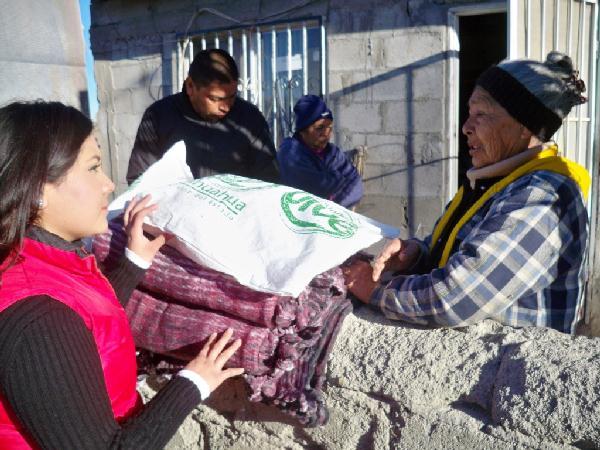 2012-12-29-apoyos-en-colonias (2)