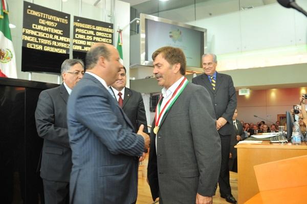 2013-08-08-medalla-merito-pilo (1)