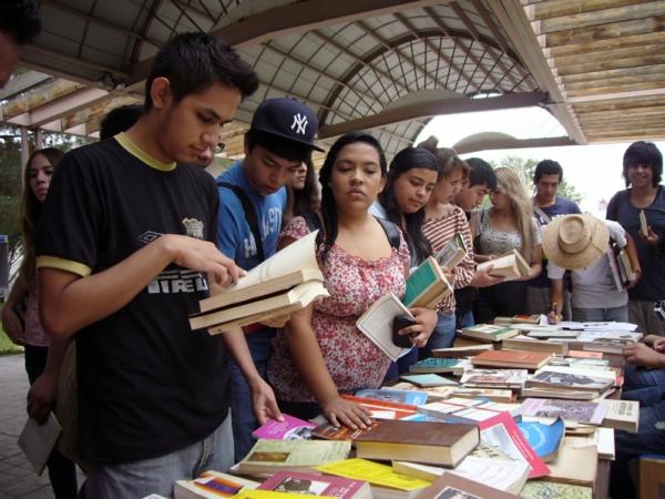 2013-08-15-libros-donacion (5)