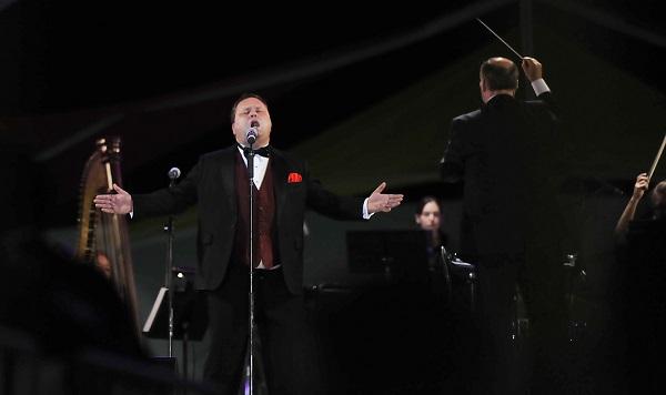 El tenor Paul Potts y la Orquesta Sinfonica de la Universidad Autonoma de Ciudad Juarez en el 40 aniversario de la Institucion.