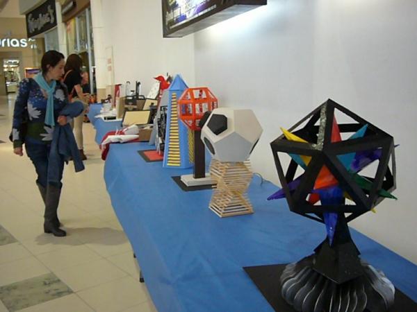 2013-11-30-expo-diseno-uacj (129)
