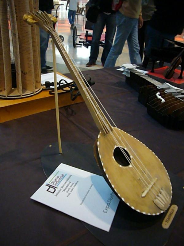 2013-11-30-expo-diseno-uacj (7)
