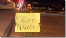 2014-06-26-protesta-artistas-puente-reves (13)