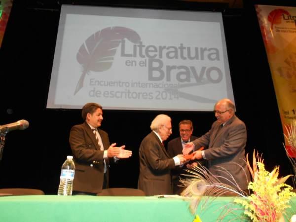2014-09-22-medalla-a-juan-bañuelos (1)