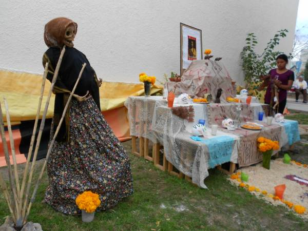 2014-11-02-altares-y-tumbas-iada (1)
