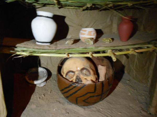 2014-11-02-altares-y-tumbas-iada (36)