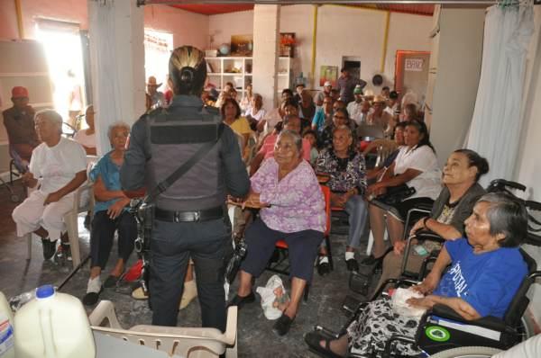 2014-11-08-policia-comunitaria (2)