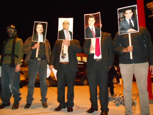 2014-11-12-performance-ayotzinapa (1)