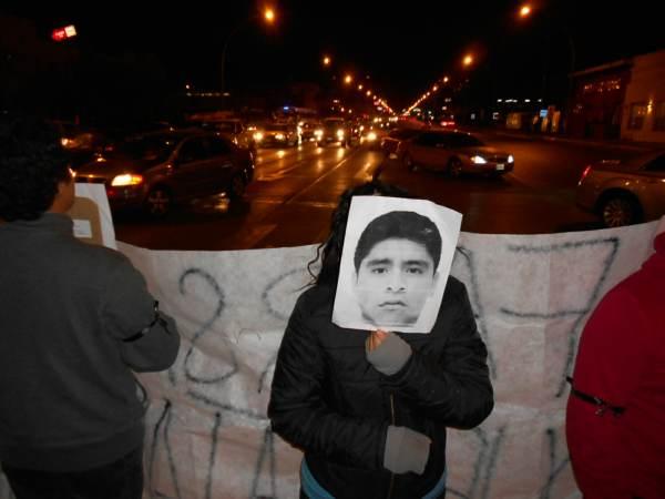 2014-11-12-performance-ayotzinapa (12)