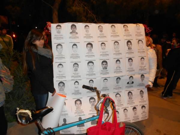2014-11-12-performance-ayotzinapa (5)