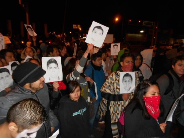 2014-11-12-performance-ayotzinapa (7)