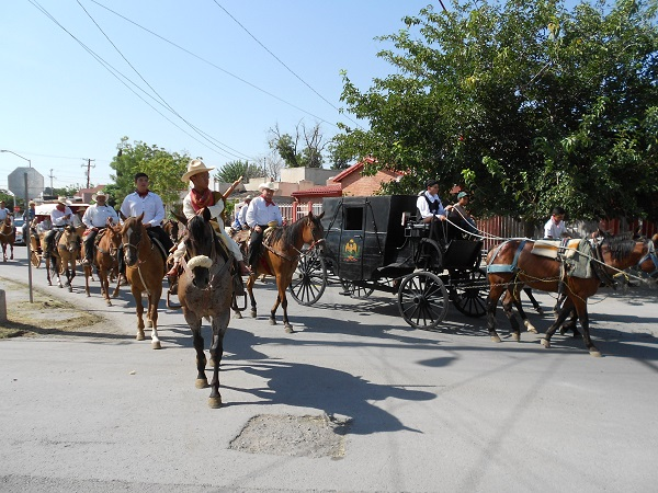2015-08-14-llegada-benito-juarez-150-aniv (4)