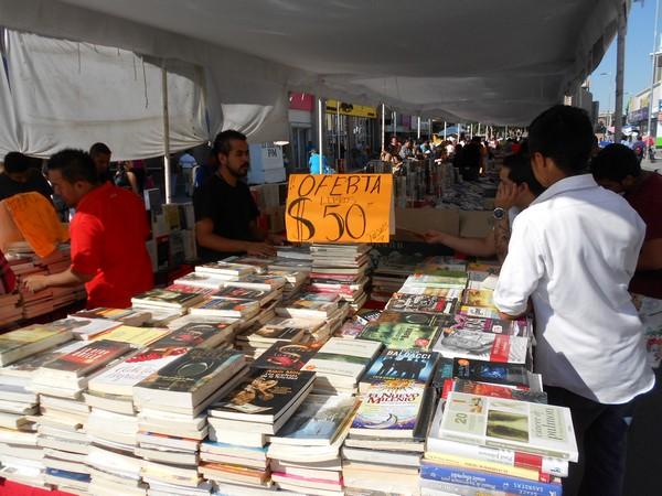 205-09-27-feria-libros-centro (1)