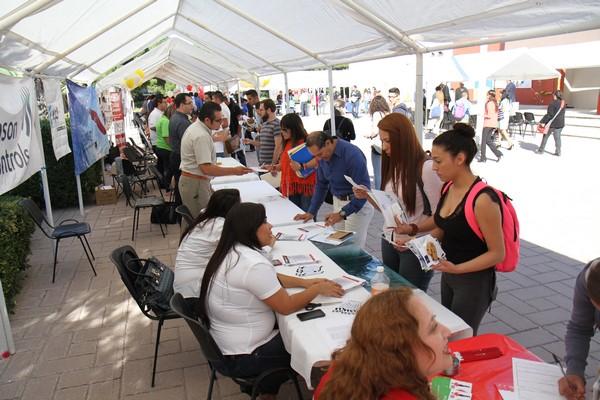 2015-10-13-uacj-feria-empleo (2)