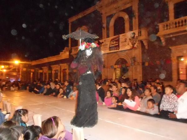 2015-11-04-pasarela-catrinas (7)