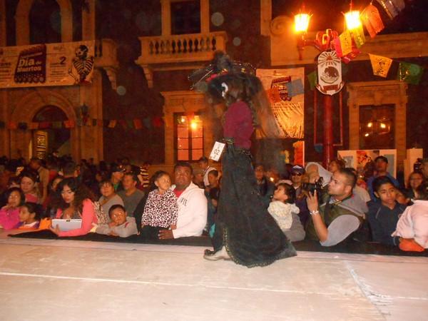 2015-11-04-pasarela-catrinas (8)