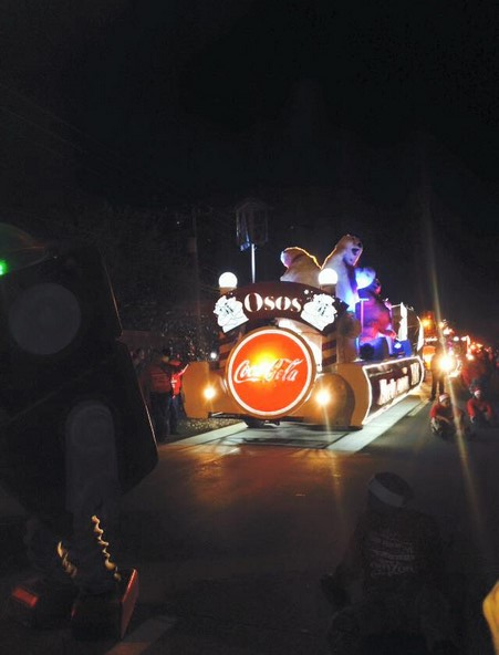 2015-12-09-caravana-y-arbol-navideño (5)
