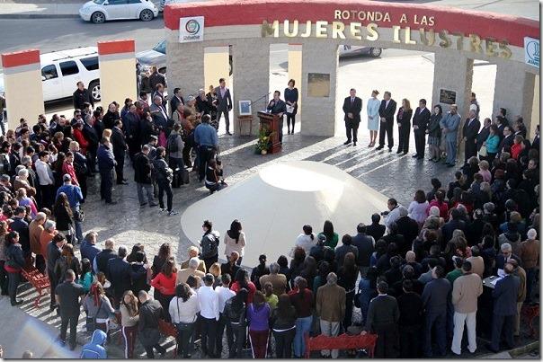 Inauguran Rotonda de Mujeres Ilustres en calle Sanders y Eje Vial Juan Gabriel Foto Raul Lodoza El Diario 08/03/2015