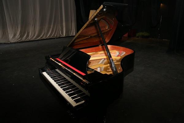 2016-09-14-uacj-piano-de-cola-1