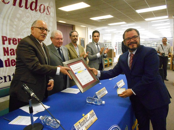 2016-10-29-premio-fuentes-mares-antonio-zuniga-4