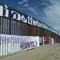 GRAFFITI AL MURO DE TRUMP