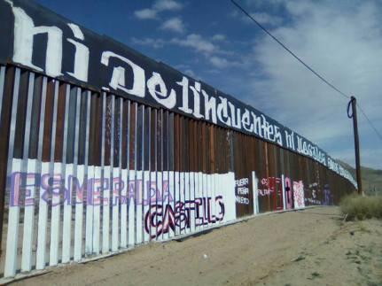 2017-02-27-accion-en-muro-fronterizo-1