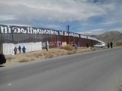 2017-02-27-accion-en-muro-fronterizo-12