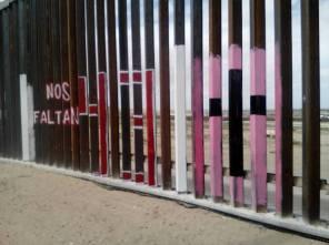2017-02-27-accion-en-muro-fronterizo-16