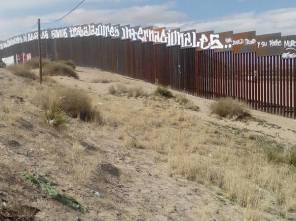 2017-02-27-accion-en-muro-fronterizo-17