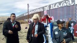 2017-02-27-accion-en-muro-fronterizo-19