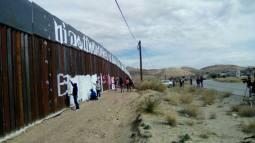 2017-02-27-accion-en-muro-fronterizo-20