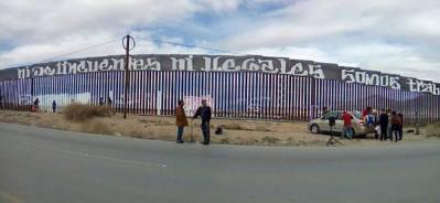 2017-02-27-accion-en-muro-fronterizo-5