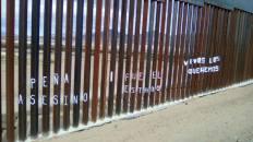 2017-02-27-accion-en-muro-fronterizo-6