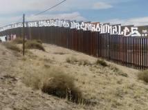 2017-02-27-accion-en-muro-fronterizo-9